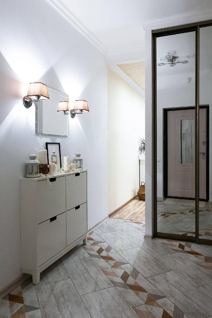 meuble rangement chaussures miroir rectangulaire carreaux aspect marbre quelle couleur pour un couloir sans fenetre garde robe miroir porte