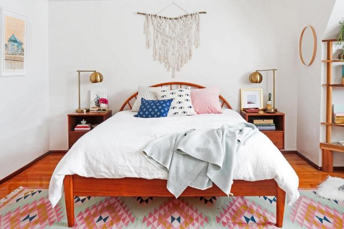 meubles bois décoration chambre à coucher blanc et bois tete de lit diy suspension corde macramé noeud lampe de chevet or