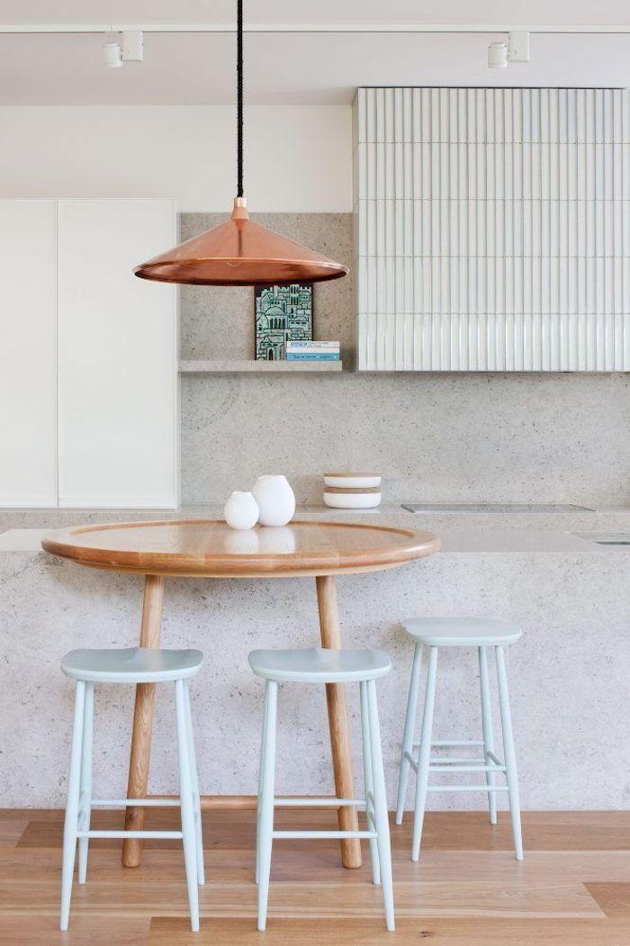 Table bois ronde idée peinture cuisine, quelle couleur mur cuisine intérieur moderne lustre cuivre
