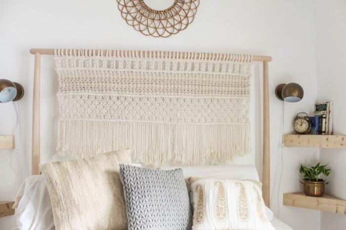 miroir soleil rotin étagère d angle en bois clair accessoires décoratifs applique murale or coussin en crochet gris tete de lit originale macramé