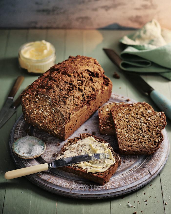 exemple de pain complet aux flocons d avoine et de la farine complete, idée de pain équilibré recette pour menu sain riche en fibres