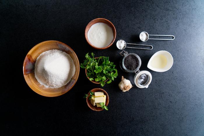 ingredients necessaires pour faire naan recette originale de pain avec levure et farine blanche