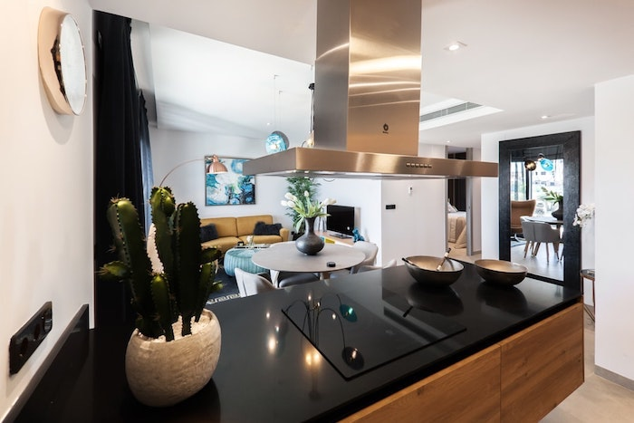 Association noir blanc et doré, couleur cuisine moderne, associer les couleurs dans une cuisine moderne