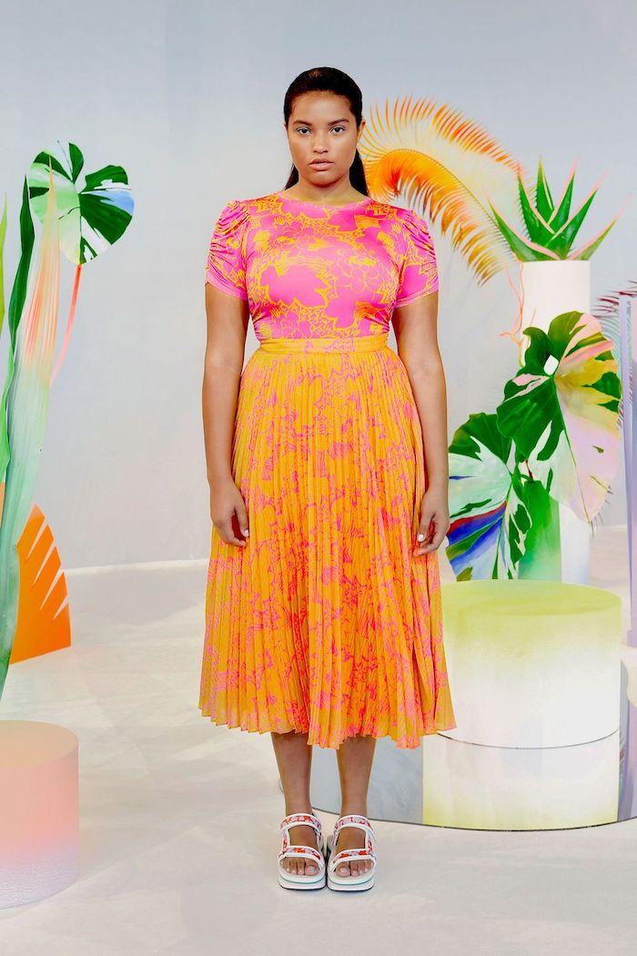 orange et rose tendance ete 2020 associer orange avec rose robe fleurie sandales pied nu robe a fleur robe été femme tenue bohème chic pour la ville
