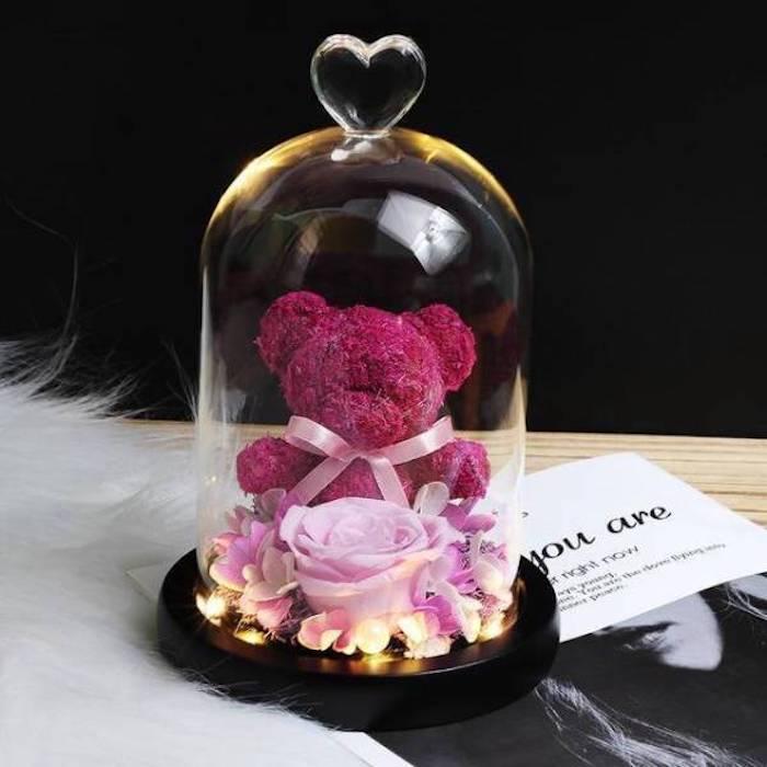 exemple ours en rose eternelle couleur rose avec guirlande lumineuse LED, idee cadeau saint valentin femme
