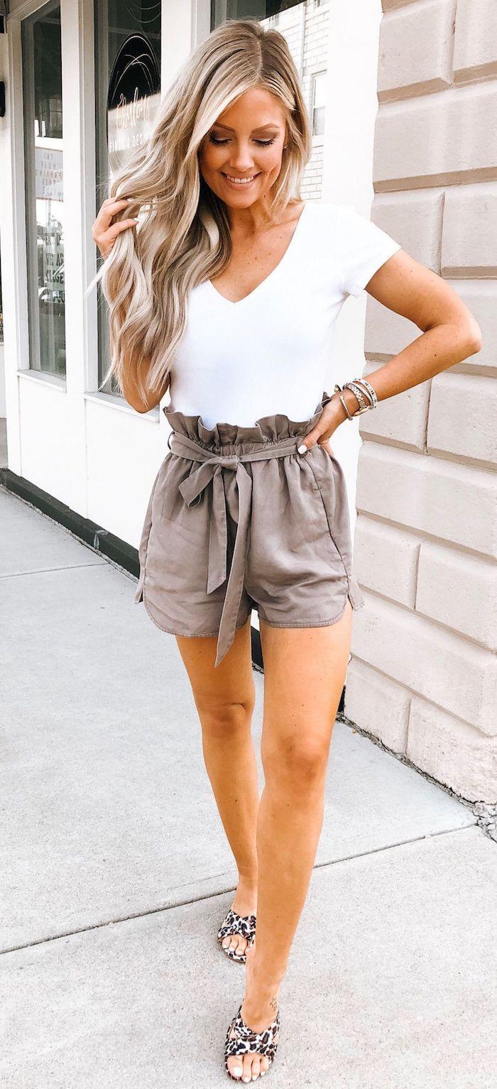 pantalon court taille haute femme blonde robe de plage tenue d été pour femme comment s habiller bracelettes