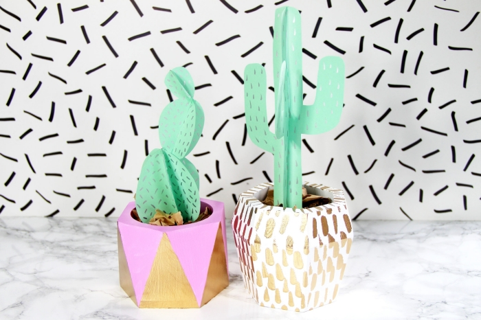 activité manuelle ado, comment personnaliser ses pots de fleurs avec peinture, modèles de cactus DIY en papier vert menthe