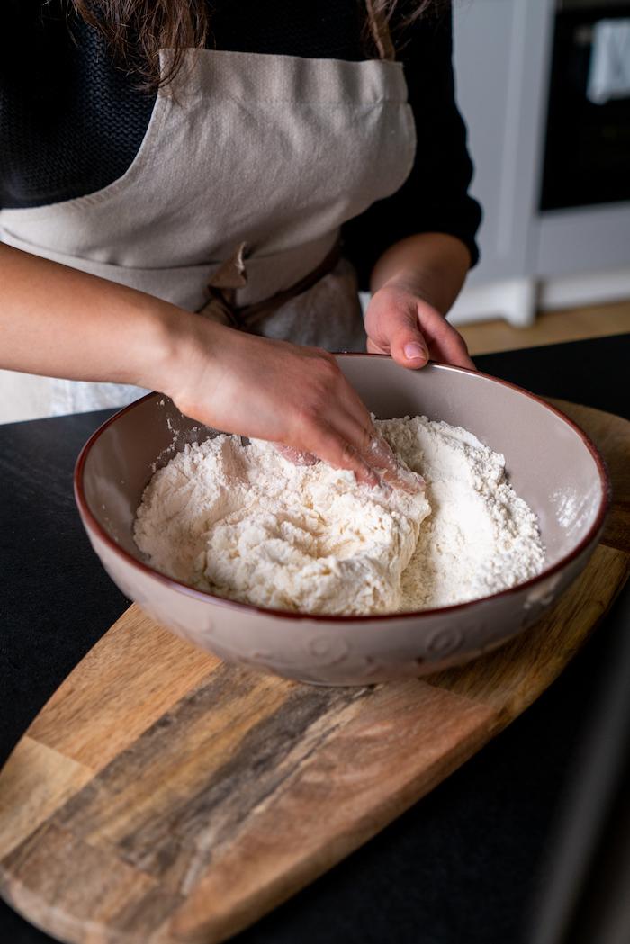 commencer à pétrir le pain de ses mains, idée recette naan nature za base de farine blanche avec yaourt grec nature