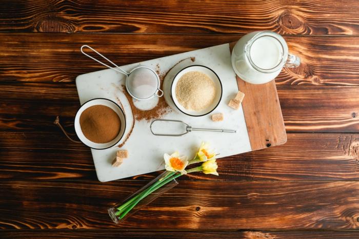 tutoriel comment préparer facilement un café glacé avec café instantané et cassonade, recette café au lait froid dalgona