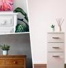 plante verte d intérieur aménagement chambre à coucher adulte meuble de rangement commode bois