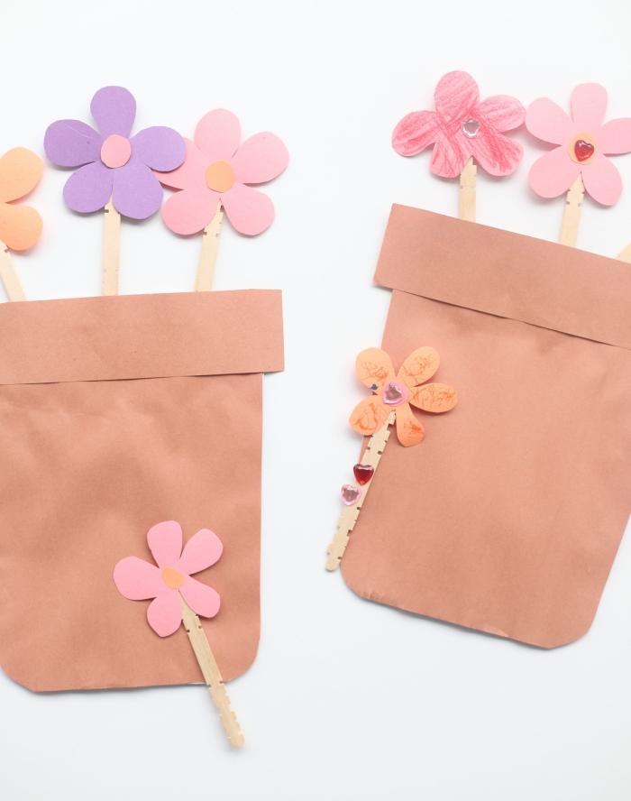 activité manuelle maternelle, idée de cadeau original pour la fête des mères, diy bouquet de fleurs dans pots de fleur en papier