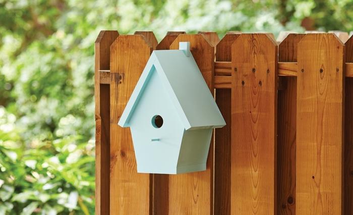 idée comment décorer son jardin avec un nichoir pour rouge gorge, modèle de nichoir à mesange facile à réaliser soi même