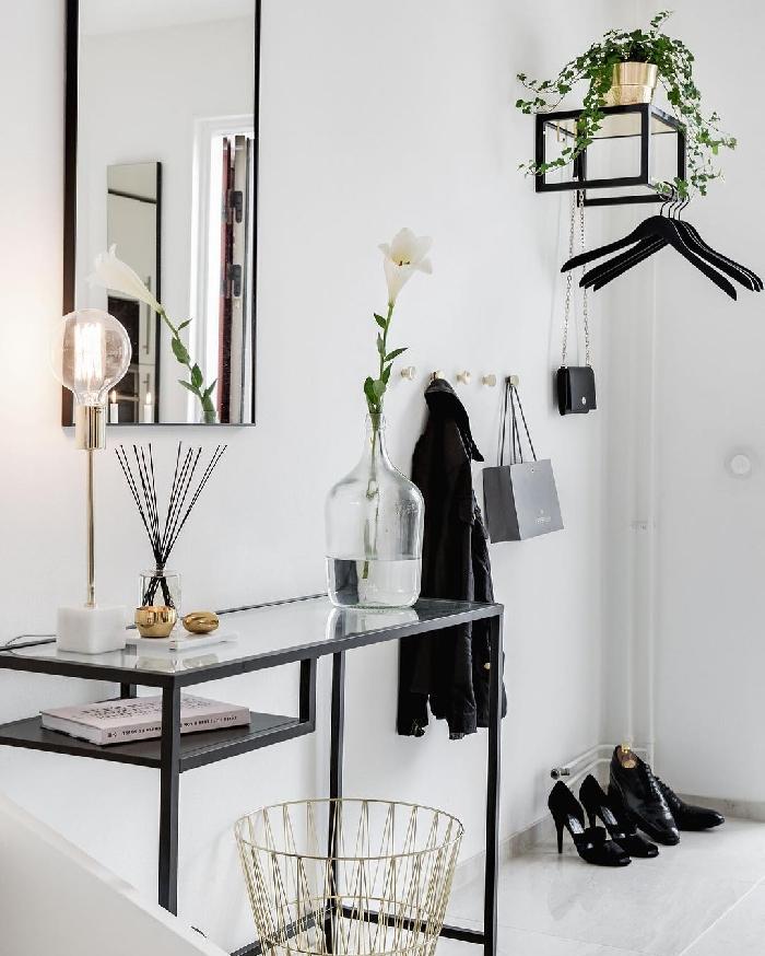 quelle couleur pour agrandir un couloir vase verre meuble noir et verre panier rangement fil fer miroir rectangulaire lampe ampoule