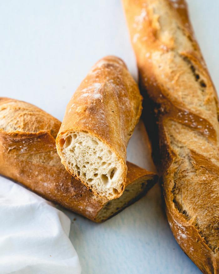 comment faire du pain, recette baguette française simple, idee de pain avec farine blanche et levure traditionnel à faire quelques jours