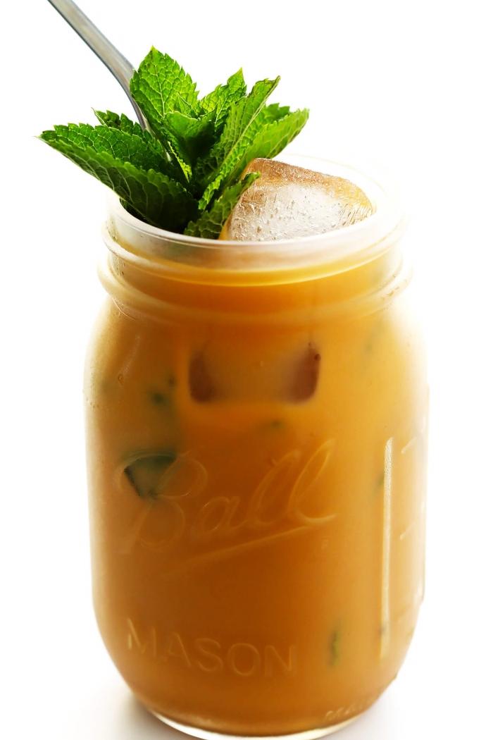 comment faire une boisson énergisante avec café et menthe dans un pot en verre, idée de recette café glacé originale