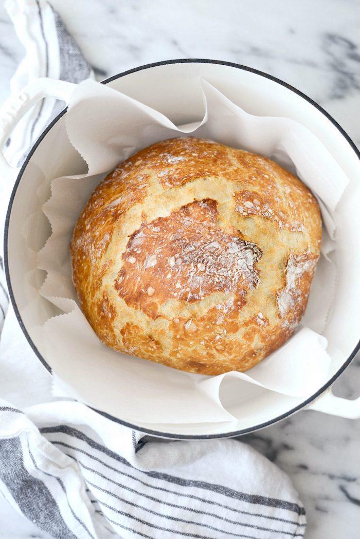 idee recette pain de campagne à faire dans une cocotte, pain maison simple et rapide avec farine blanche