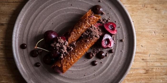 recette de pancakes faciles et rapides au chocolat caramel dessert frais et leger crêpe crème aux fruits yaourt cerises