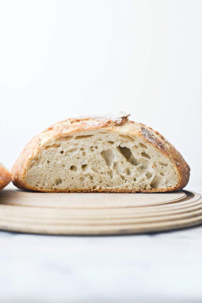 recette pain de campagne facile avec de la farine blanche de l eau et de la levure, ingrédients simples pour pain maison