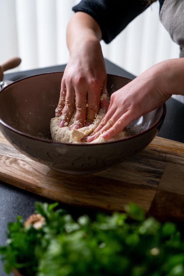 recette pate a pain naan à faire chez soi, exemple comment pétrir une pâte à pain astuces