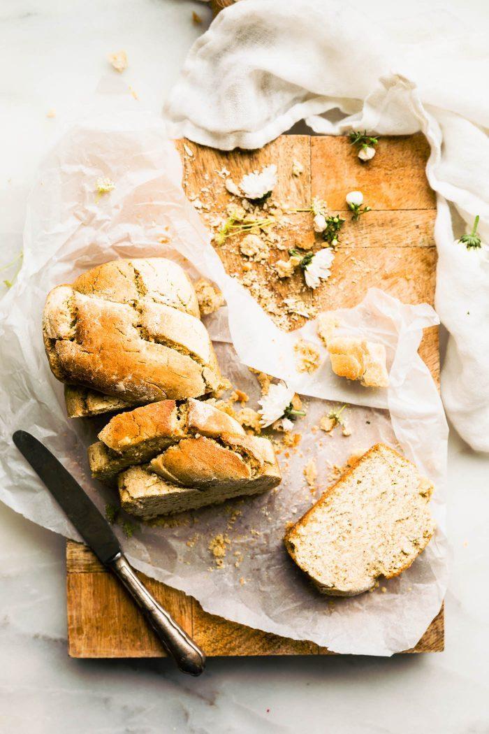 pain vegan sans oeuf et sans lait et avec de la farine sans gluten, exemple de pain originale a faire chez soi