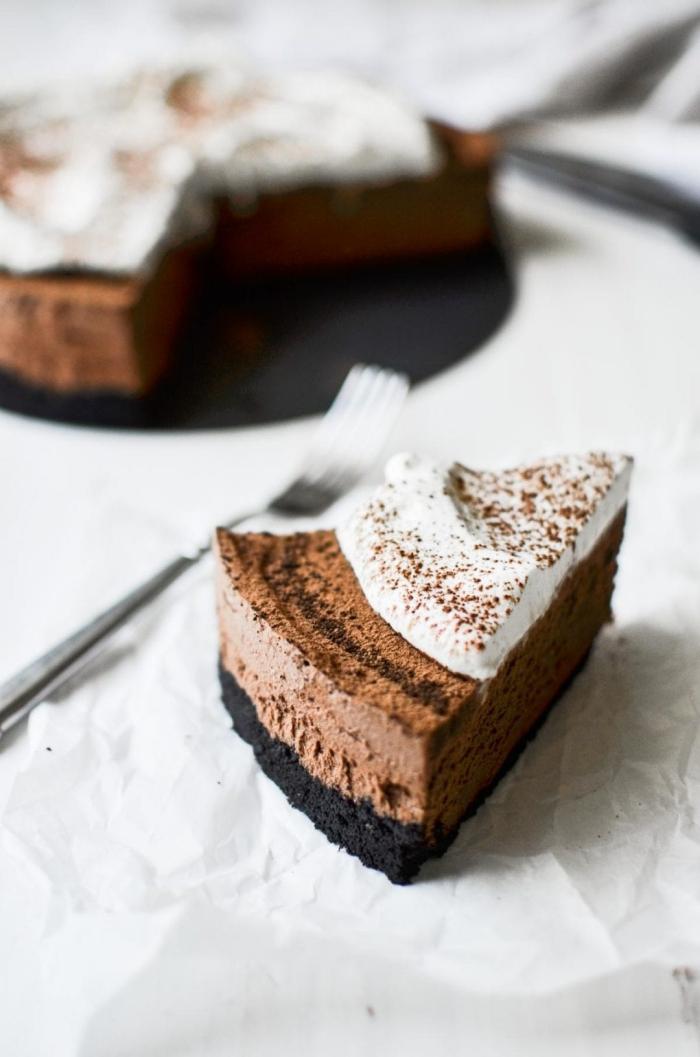 recette tarte mousse au chocolat miettes de gaufrettes beurre non salé extrait vanille crème à fouetter