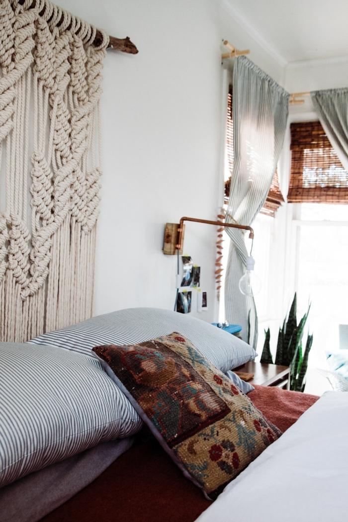 rideaux gris clair stores fenêtre paille tete de lit originale plante verte d intérieur décoration murale suspension diy en corde macramé beige cotton