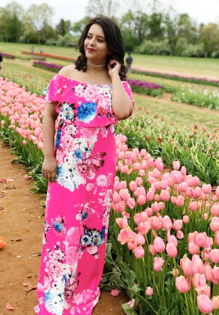 robe longue rose champ avec tulipes robe de cérémonie femme pinterest style tenue fleurie pour femme robe longue manche courte epaules denudees