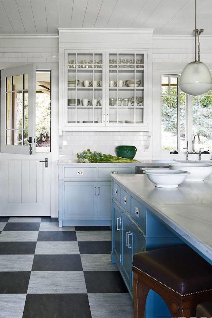 Rustique déco cuisine blanche, idée quelle couleur pour une cuisine, couleur cuisine classique noir et blanc carrelage sol