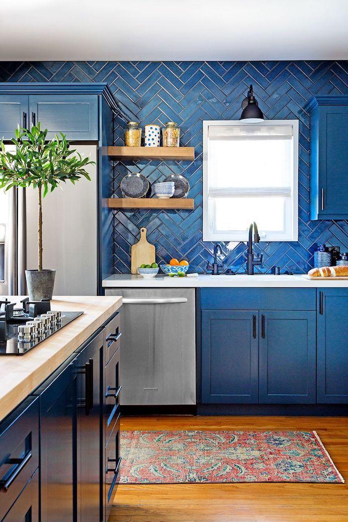 Bleu cuisine étagères en bois quelles sont les couleurs qui vont bien ensemble, couleur de peinture pour cuisine