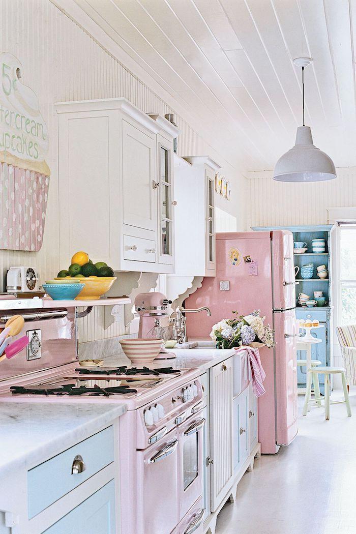 Pastel couleurs pour une cuisine bonbon rose et bleu, idée couleur mur cuisine, tendance couleur cuisine 2020 style d intérieur