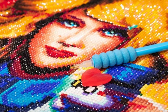 Femme visage peinture en perles pour faire une creation diamant broderie, activité créative a realiser soi meme