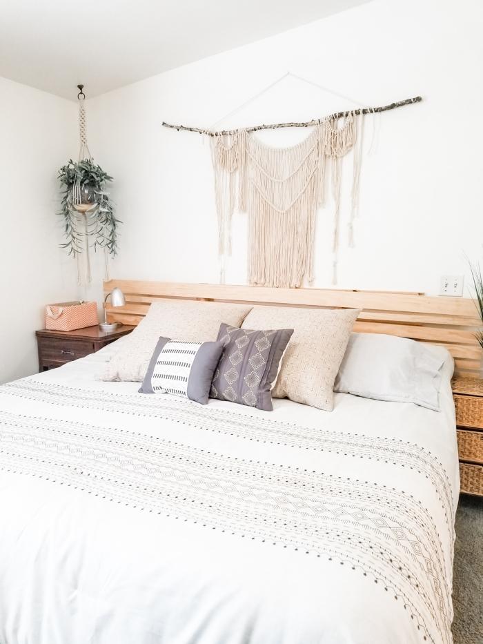 suspension macramé à faire avec cotton beige corde macramé bâton bois décoration chambre boho moderne tête de lit en bois clair