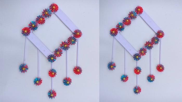 activité manuelle adulte, modèle de décoration murale facile à faire avec petites fleurs en papier coloré et perles dorées