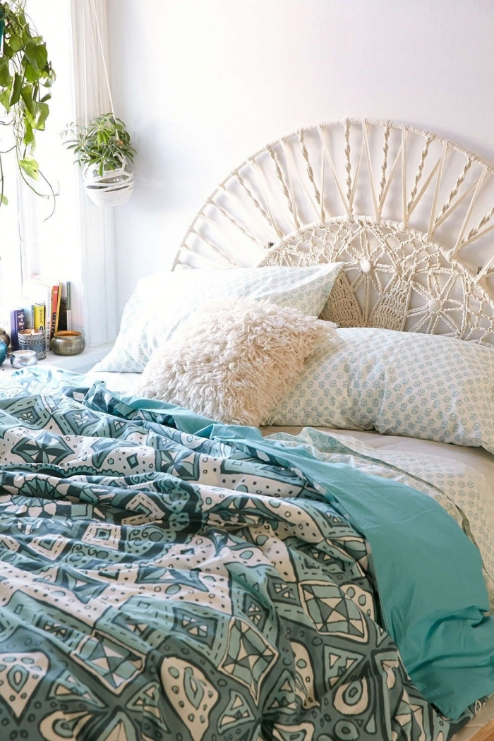tête de lit demi cercle en corde macramé coton beige noeud macramé coussin fausse fourrure blanche suspension pour plante macramé