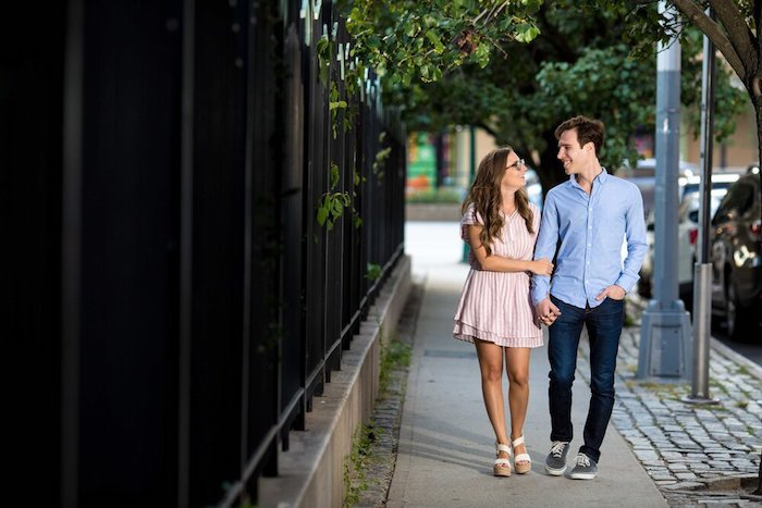 tenue avec baskets homme femme sandales new yorkaise couple photo robe longue été idée comment s habiller aujourd hui adorable en robe rayé