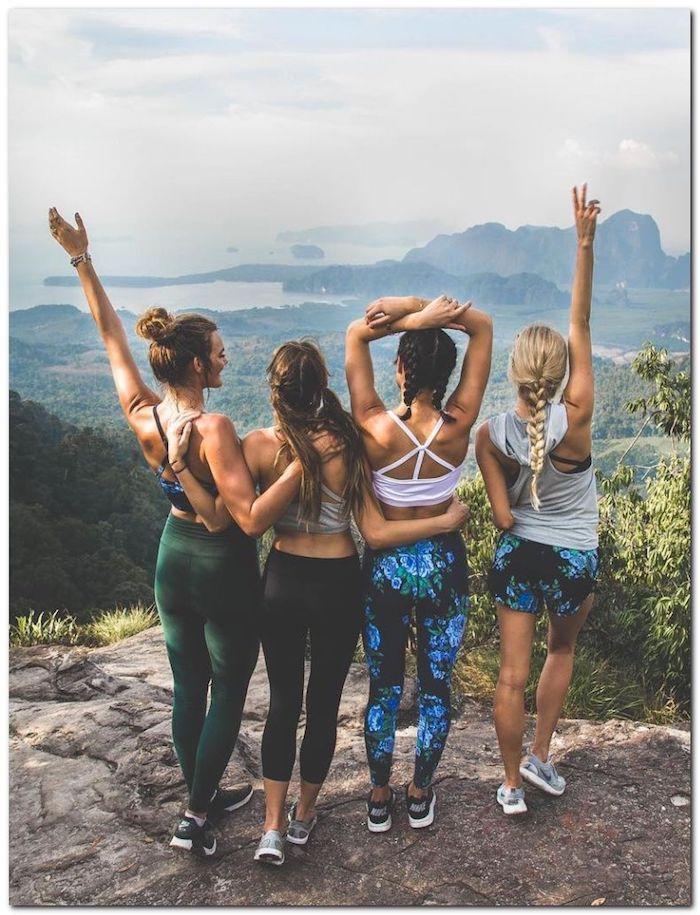 tenue de sport femme amies en promenade a la montagne robe femme habillée originale idée de robe d été femme belle