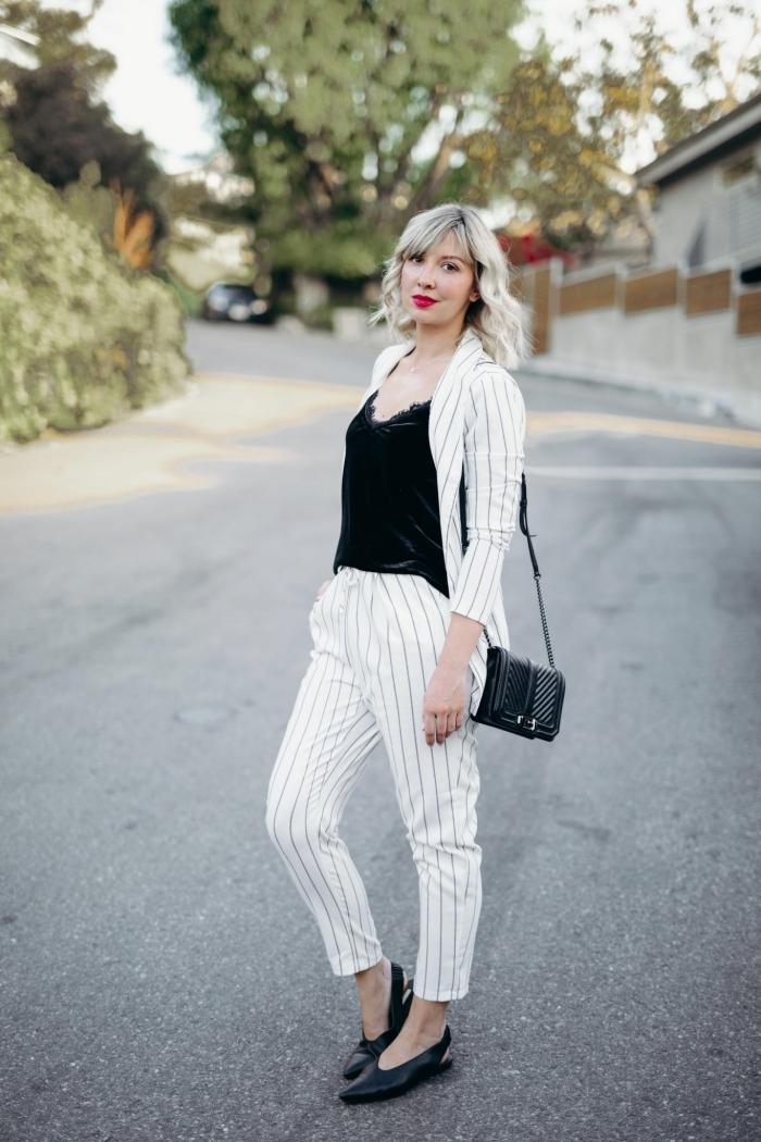 idée de tenue chic et stylée avec costume blanc et top noir, comment porter un ensemble femme chic de couleur blanche