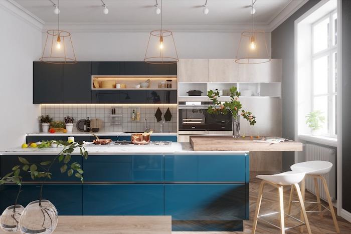Cuisine bleu et blanc avec détails en bois, tendance cuisine 2020, association couleur à faire dans sa maison