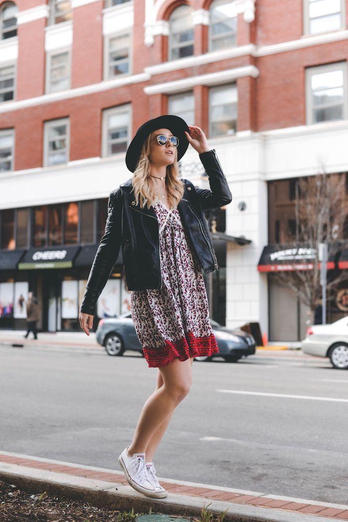 veste en cuir tenue casual chic robe droite chic tenue femme chic les tendances d ete 2020 lunettes de soleil rondes