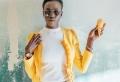 La coupe courte femme afro : la solution capillaire idéale pour dompter les cheveux rebelles