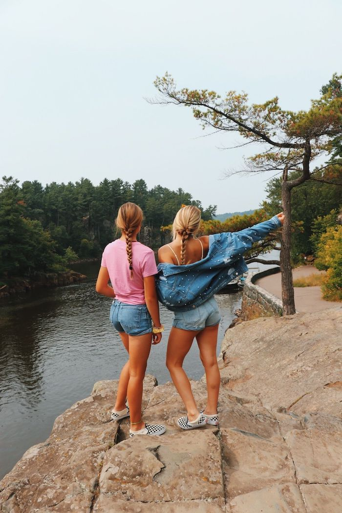 vue de la riviere idee tenue amies promenade robe de plage inspiration style femme tenue de plage longue jean short