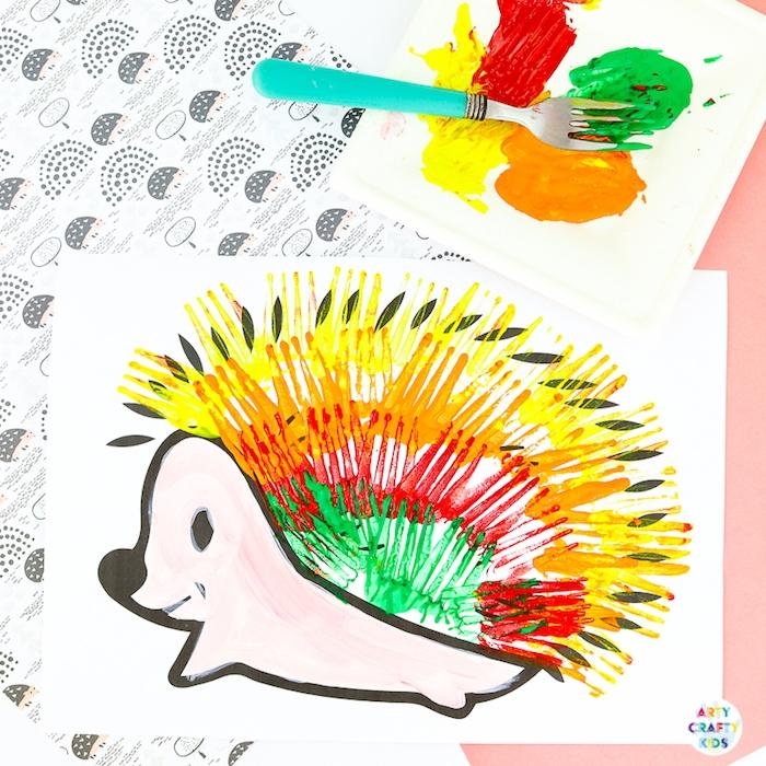 activité manuelle maternelle heérisson peint à la fourchette avec de la peinture acrylique de couleurs variées