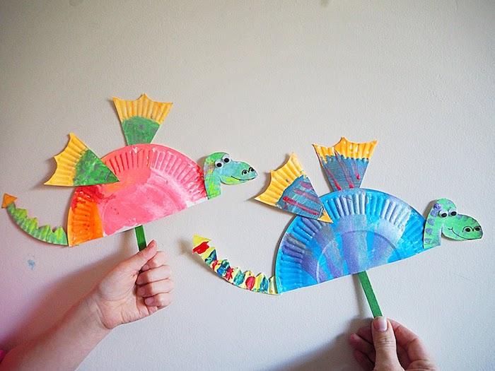 activité peinture maternelle dragon en assiette de papier coloré de peinture à l eau et manche de batonnet de glace