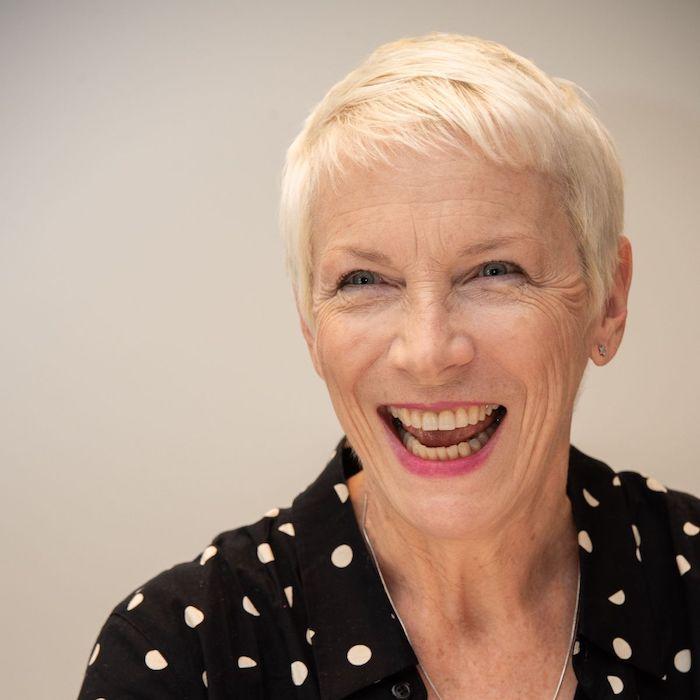 annie lenox coupe pixie femme 60 ans idée de coupe de cheveux court femme 50 ans cheveux couleur blond polaire