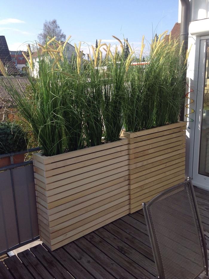 arbuste pour haie décoration petit balcon terrasse bois appartement jardin urbain gros pot fleur jardinière bois plantes cache vue