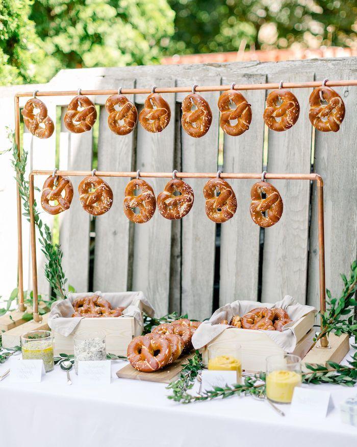 bretzels bar idée de candy bar mariage menu mariage original avec decoration table mariage branche laurier