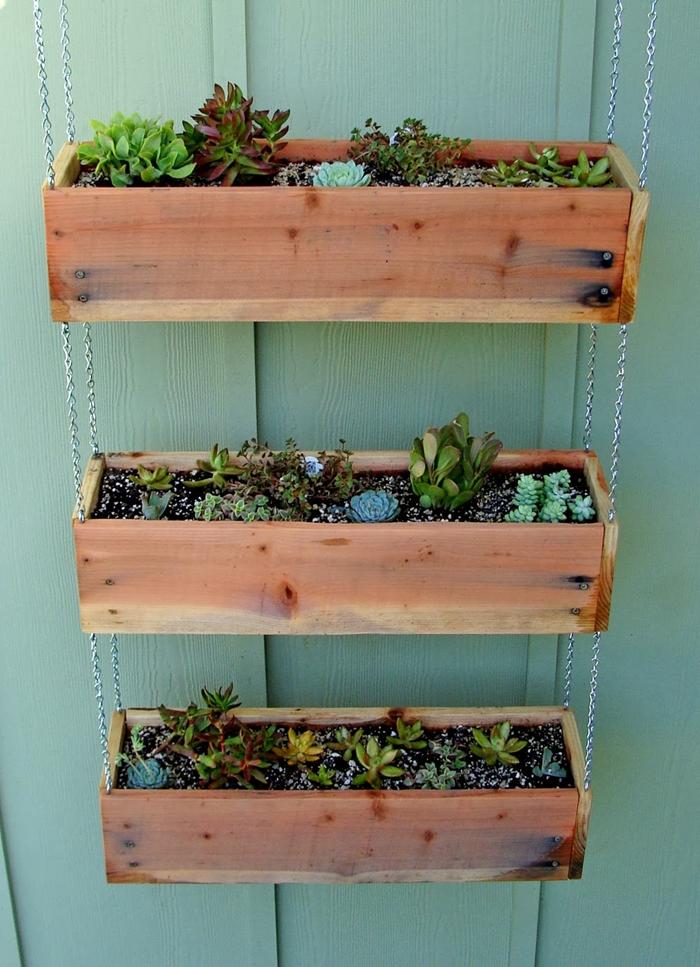 bricolage matériaux récup diy pot pour plante suspendu en planches de bois jardinière suspendue fait maison plantes succulentes