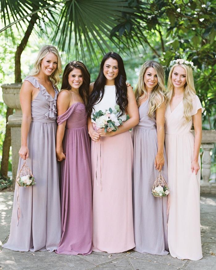 cérémonie mariage champêtre tenue invitée robe longue de soirée couleur lavande robe décolleté en v avec volants