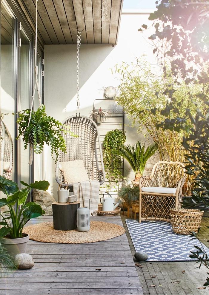 chaise oeuf suspendue décoration balcon terrasse en bois pots fleur béton chaise rotin brise vue vegetal arbustes bacs