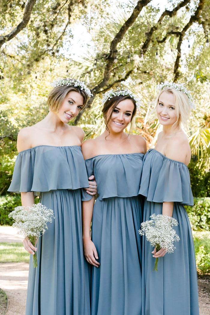 col bateau robe fluide été couleur bleu pastel volant vêtements femme invitée coiffure couronne fleurs robe de cérémonie mariage